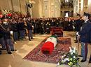 Die Beerdigung des getöteten Polizisten in Italien.