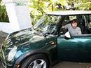 James Blunt im Mini Scooter.