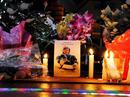 Kerzen in Gedenken an den Verstorbenen Rodler Nodar Kumaritaschwili.