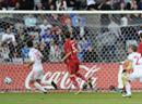 Ander Herrera (l.) versenkt das Leder per Kopf zum 1:0 in den Maschen.