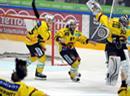 Grenzenloser Jubel beim Schweizer Meister SC Bern u.a. mit Torhüter Jakup Stepanek.