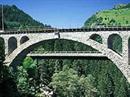 Die RhB-Brücke (89 m über der Albula) in Solis.