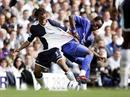Tottenham«s Edgar Davids gegen Chelseas Mickael Essien.