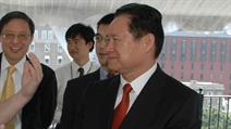 Bilder aus (für ihn) besseren Zeiten: Zhou Yongkang zu seiner Zeit als Minister für innere Sicherheit.