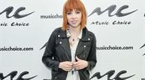 Carly Rae Jepsen lässt sich beim Fliegen zu neuen Songs inspirieren.