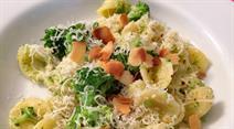 Orecchiette mit Broccoli und Mandeln