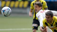 Thuns Fulvio Sulmoni gegen YBs Milan Gajic.