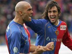 Anfangs konnten Basel's Daniel Majstorovic und Matias Delgado nach dem 1:0 noch jubeln.