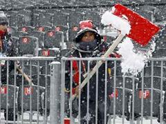 Heute spielt das Wetter mit - jedoch müssen die Pisten erst vom Neuschnee befreit werden.