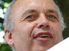 Am Telefon waren zwei Minuten lang Ueli Maurers Argumente gegen das Osthilfegesetz zu hören.
