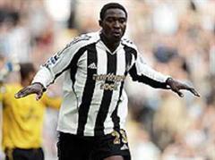 Jubel von Newcastles Shola Ameobi nach seinem 1:0.