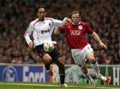 Milans Alessandro Nesta gegen Manchesters Wayne Rooney.