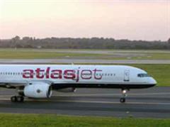 Ein Passagierflugzeug der Fluggesellschaft Atlas Jet.