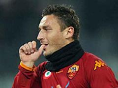 Francesco Totti steuerte ein Penaltytor zum Sieg bei.