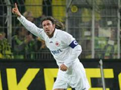Frankfurts Ioannis Amanatidis jubelt nach seinem Tor zum 1:0. (Archivbild)