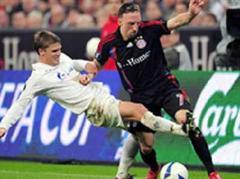 St. Petersburgs Igor Denisov gegen Bayerns Franck Ribery.