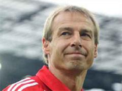 Bayern Trainer Jürgen Klinsmann verärgert.