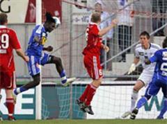 Luzerns Babatunde Lugmon beim Kopfball zum 2:0.