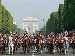 Die traditionelle Militärparade auf der Champs-Elysées.