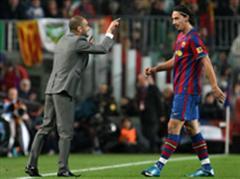 Pep Guardiola (links) gibt Zlatan Ibrahimovic neue Anweisungen. (Archivbild)