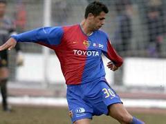 Gewöhnungsbedürftig: Boris Smiljanic im FCB Dress.