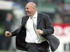 Marseilles Trainer Jose Anigo jubelt.