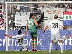 Dieses Tor gegen Bremen schoss Neuville korrekt mit dem Fuss.