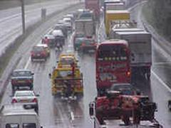 Verkehrschaos am Gotthard - seit 13 Uhr werden Lastwagen deshalb über den San Bernardino umgeleitet.