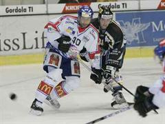 Luganos Kevin Romy (r) blieb ohne Skorerpunkte.