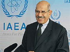 IAEA-General-Direktor Mohamed el Baradei freut sich über den Nobelpreis.