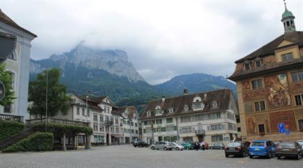 Der Kanton Schwyz muss in die Tasche greifen.