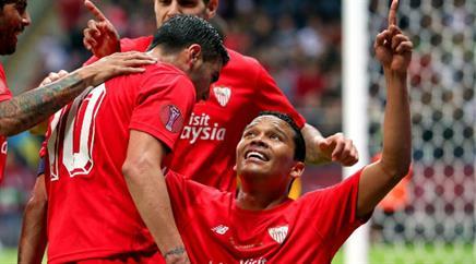 Carlos Bacca (r.) schoss die Spanier ins Glück.
