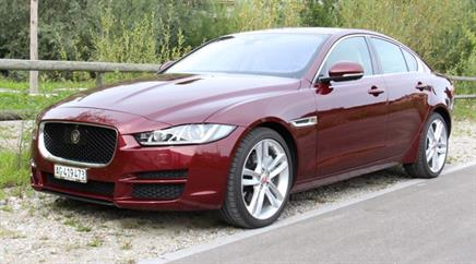 Schöner Gefährte: Jaguar XE 2.0