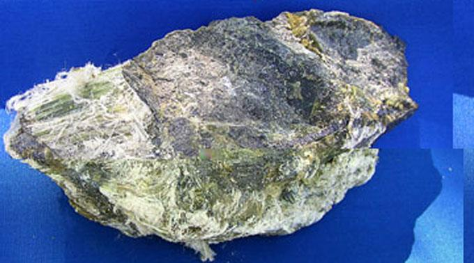 Der Verstorbene hatte 13 Jahre lang Kontakt mit Asbest. (Symbolbild)