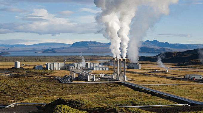 Das Nesjavellir-Geothermie-Kraftwerk in Þingvellir, Island.