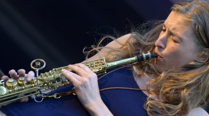 Die Saxophonistin Nicole Johänntgen.