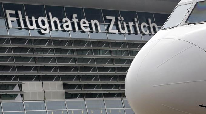 Die beiden ehemaligen Geiseln kammen heute am Flughafen Zürich-Kloten an.