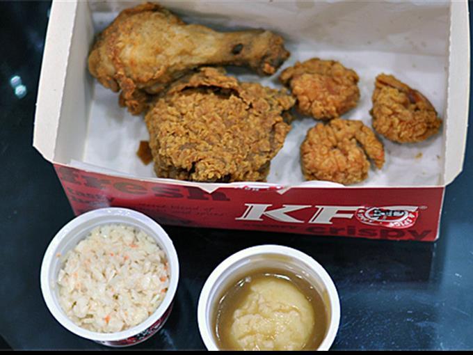 Derzeit sucht die auf Pouletgerichte spezialisierte KFC in der Schweiz nach Standorten und Franchisepartnern.