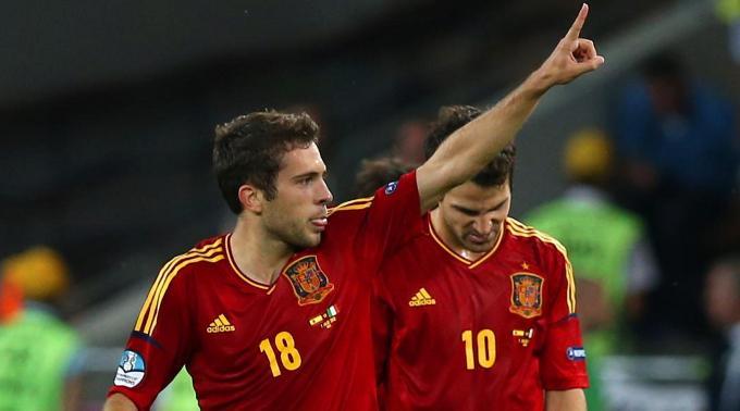 Jordi Alba (l.) schoss im Finale einen Treffer.