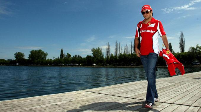 Felipe Massa holt Hilfe.