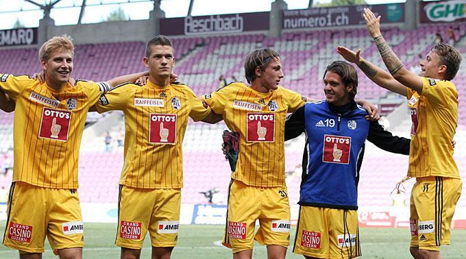 Luzerns Florian Stahel, Janko Pacar, Hekuran Kryeziu, Adrian Winter und Daniel Gygax jubeln nach dem Sieg.
