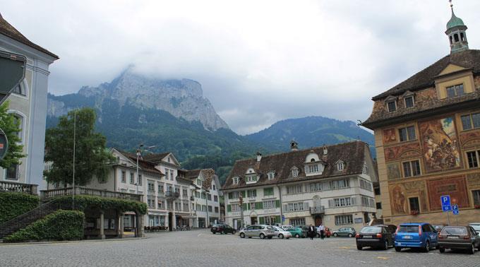 Im Kanton Schwyz werden bei der Berechnung der Hürde die leeren Stimmen nicht berücksichtigt werden.