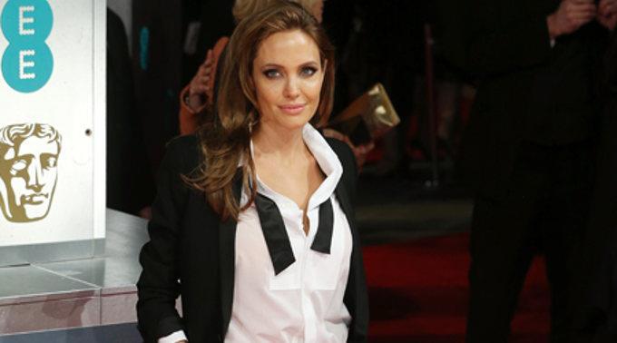 Oscarpreisträgerin Angelina Jolie weiss laut ihrem Kollegen Jack O'Connell, wie man als Regisseurin mit seinen Schauspielern umzugehen hat.