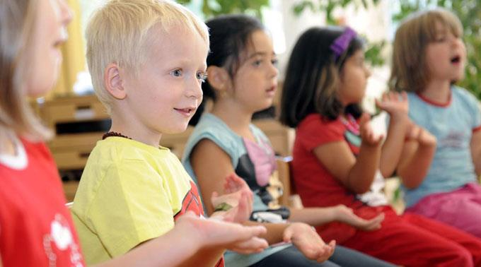 Zuger Kindergärtler sollen Mundart sprechen dürfen.