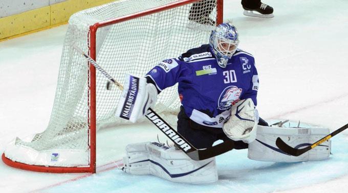Lukas Flüeler vermochte keinen einzigen Bieler Penalty-Versuch zu stoppen.