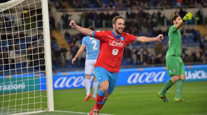 Napolis Gonzalo Higuain jubelt nach seinem Tor zum 0:1.