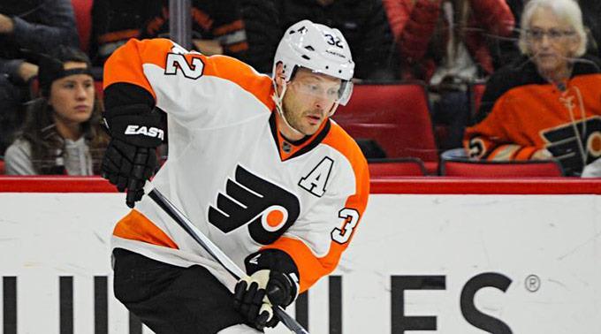 Mark Streit behält das Dress der Philadelphia Flyers an.