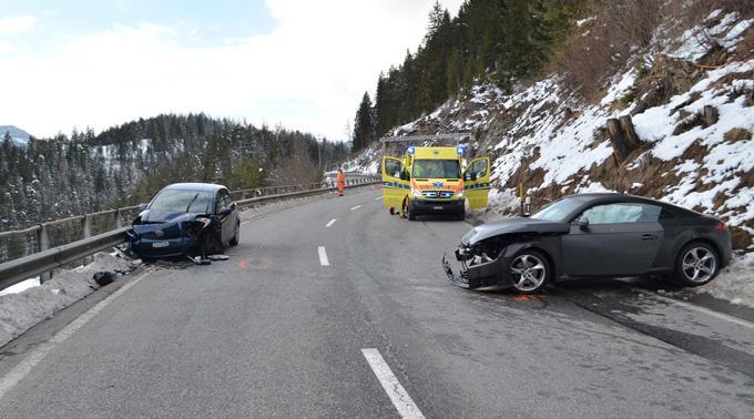 Totalschaden entstand an beiden Fahrzeugen.